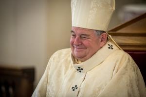 ...a pobavený Otec Kardinál...